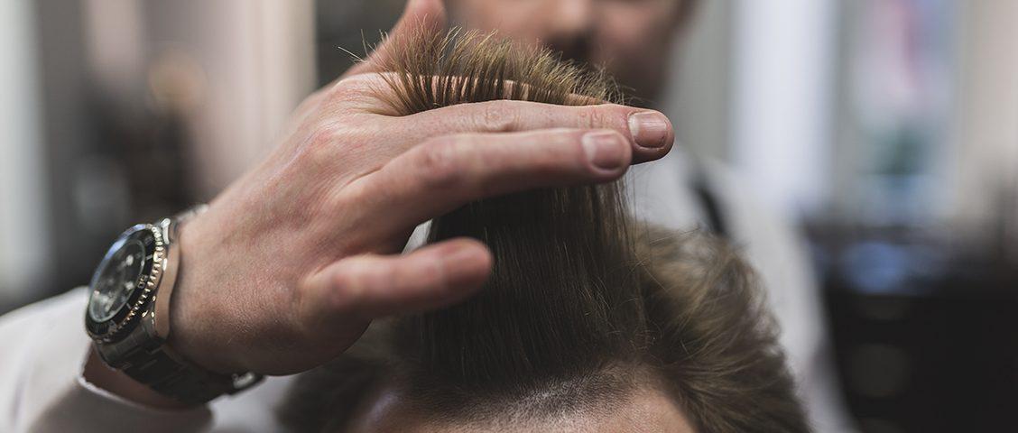 Quem tem couro cabeludo sensível tende a sofrer com algumas situações, tornando-se fundamental tomar alguns cuidados. Saiba mais nesse artigo.